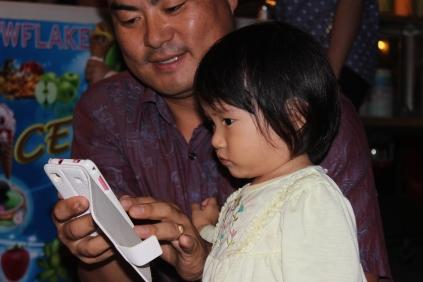 Kim Na Juy & his daughter Kim Yu Jin @ the nightmarket