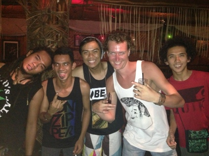Marijn & some locals @ Reggae Bar (Kuta, Bali)